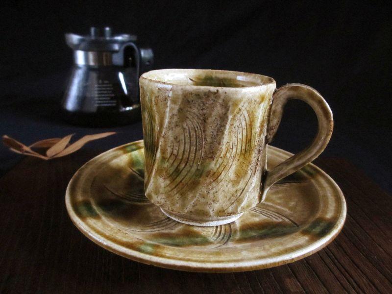コーヒーカップ ■ 三宅紀保作 黄瀬戸 削線文 珈琲碗皿 (現品 貼箱入り) 和食器