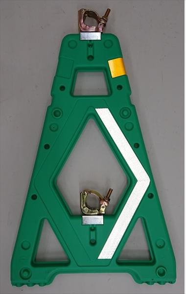 【決算セール中!!】 Mガード 2型 緑 シェブロン仕様(4台1組) 仙台銘板 3190033