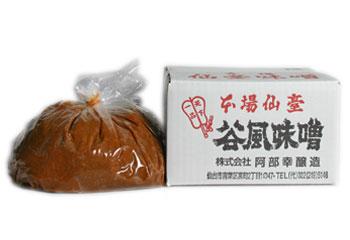 伊達政宗が愛した寒仕込み天然醸造味噌の造りを今も守り続けています。 谷風味噌3Kg箱(粒味噌)