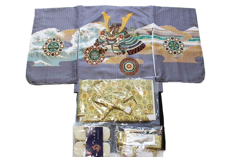 お買い得品/五歳男児お祝い着-兜灰-k-16(七五三/羽織色:灰色/着物の色:黒色/袴の色:金色金襴袴/アンサンブルセット)【送料無料】こちらは箱無しとなります。