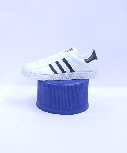 ペプシ adidas ボトルキャップ 1.SPST(スーパースター) 白 PEPSI【中古】