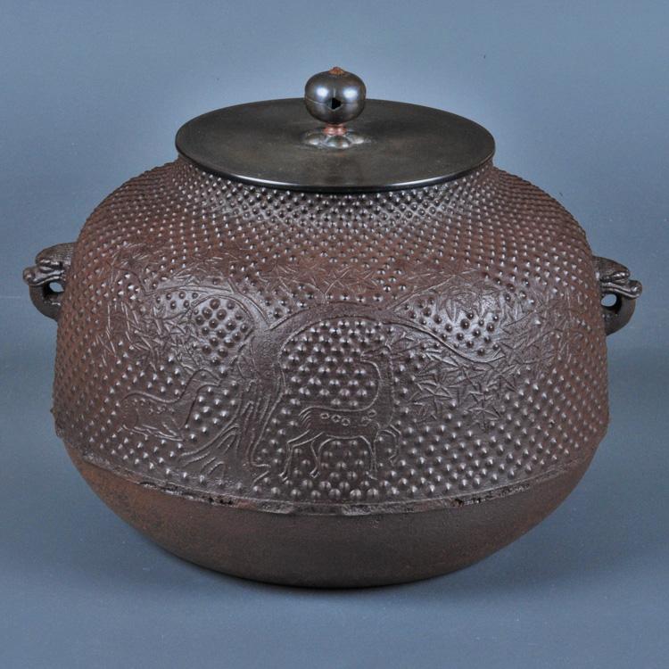 茶道具 炉釜(ろがま) 霰楓鹿紋真形釜 芦屋写 加藤 忠三朗