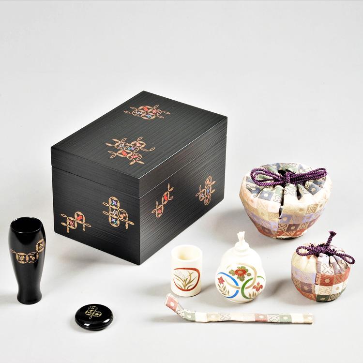 茶道具 茶箱(ちゃばこ)セット 茶箱セット 黒千筋 七宝 花点前一式 (茶箱・陶器、塗三点セット・三つ組仕服・P花形盆)