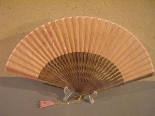 うねり唐木骨/型染め扇子(梅柄)/唐木×ピンク/宗一ブランド6.8寸