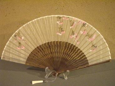 うねり扇子/唐木骨型染め扇(さくら柄)/唐木×白/宗一ブランド6.8寸