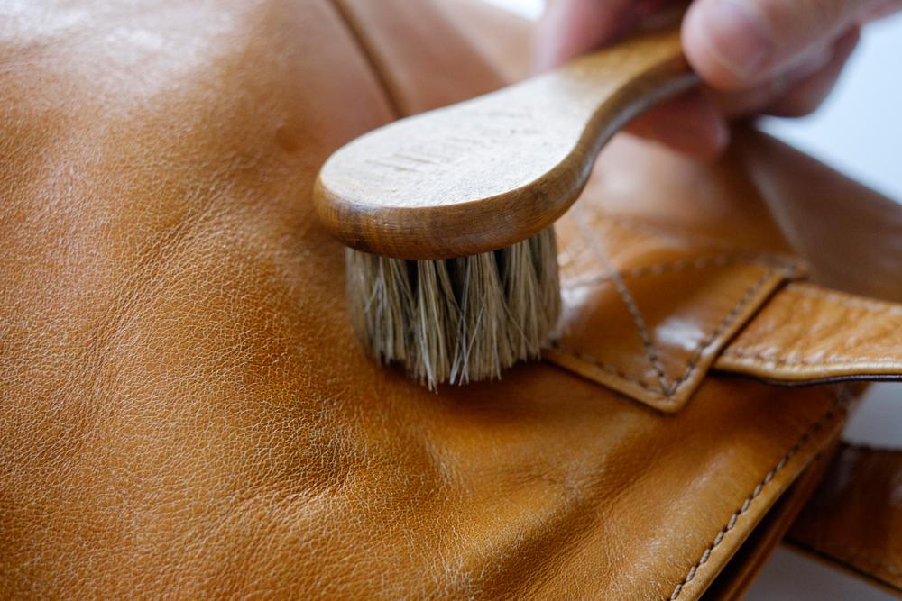 ★ バッグ 財布 レザーケア用品COLUMBUS (コロンブス) 馬毛ブラシ (小、ハンドルタイプ) 汚れ落とし ブラシ メンテナンス