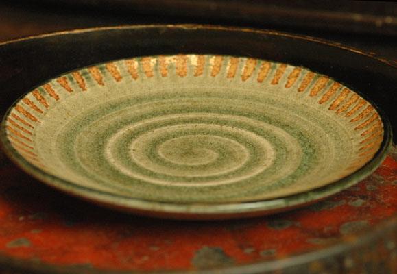 素朴な感じが料理を引き立てます 御深井 春の新作続々 灰釉十草 中皿 6寸皿 店内限界値引き中&セルフラッピング無料
