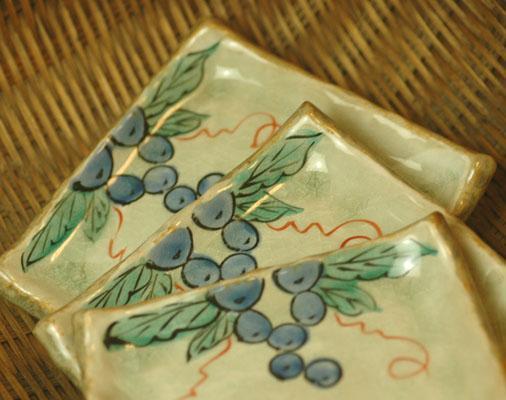 単色おかずもパッ と華やかに 四角銘々皿 葡萄の器 男女兼用 デポー