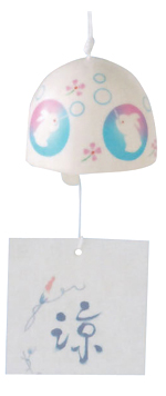 エアコンクーラー節電対策に 風を涼に変える風鈴 陶器 迅速な対応で商品をお届け致します 夜光風鈴 商い 0408MB_P3_eco03 しゃぼん玉とウサギ