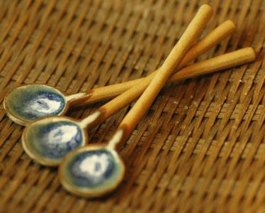 安心 安全 新色追加 上等 味をそこなわない陶製スプーン 陶器 和風ティースプーン