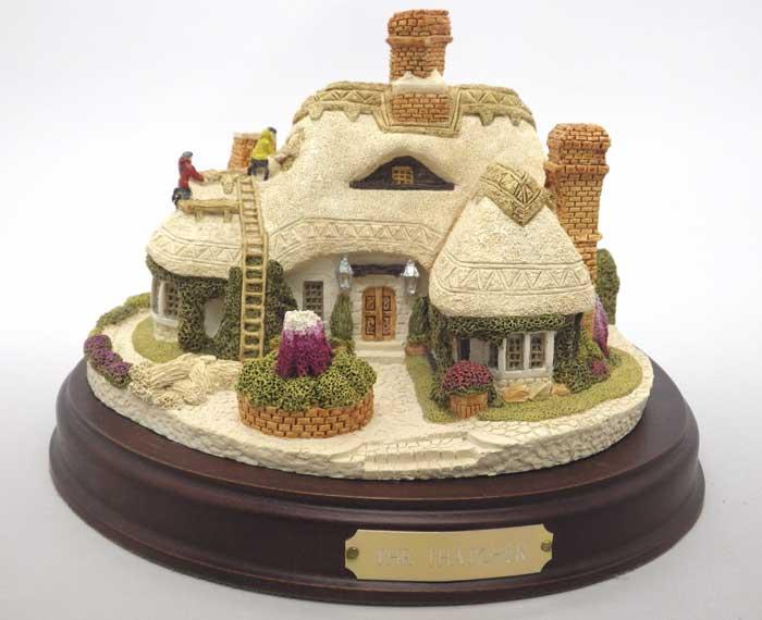 スコットランド製フレイザー・クリエイションズミニチュア コレクション草ぶき屋根の家THE THATCHERS ON PLINTH