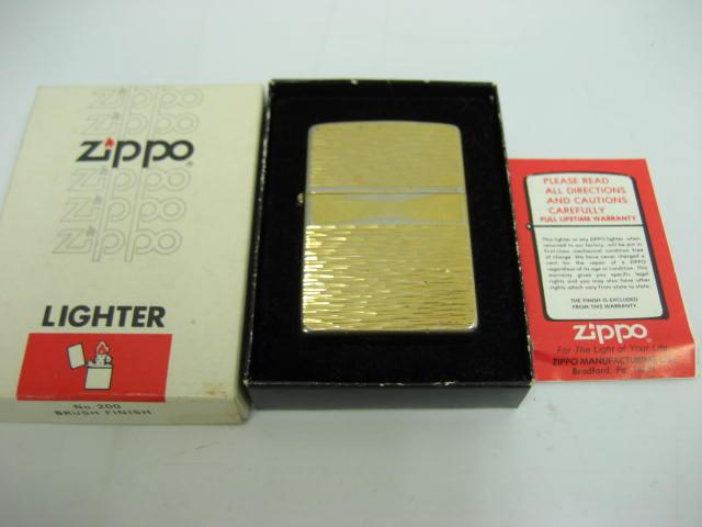 【中古】1980年製 昭和55年 ZIPPO ジッポー オイルライター 彫柄 ライン ゴールド 金 当時物 元箱・取説付き