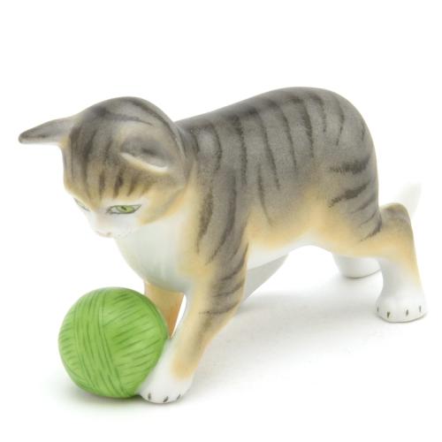ヘレンドMCD(ヘレンド フィギュリン)(15833)毛糸玉で遊ぶ子猫(金彩仕上げ)動物置物・飾り物 オーナメントHEREND ハンガリー 陶磁器