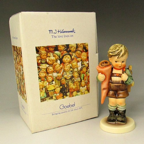 ゲーベル/GOEBEL フンメル人形 パンの袋を抱えて下校する少年 生産中止【中古】
