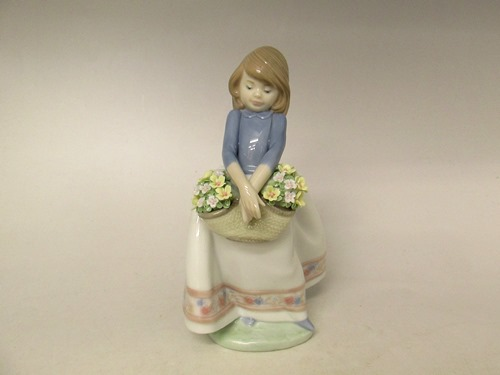 ★リヤドロ/Lladro No.5467『五月の花』 フィギュリン 置物 新入荷【中古】