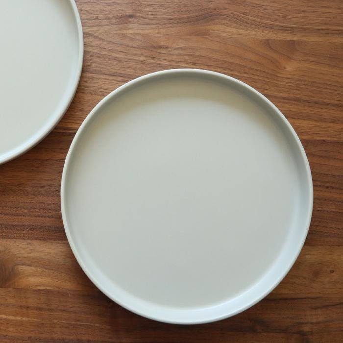 何にでも合わせやすいフラットな万能プレート 東峰窯 Luca ルカ 美濃焼 日本 食器 皿 日本製 グレー マット 24.5cm ギフト 買い物 箱入り プレート