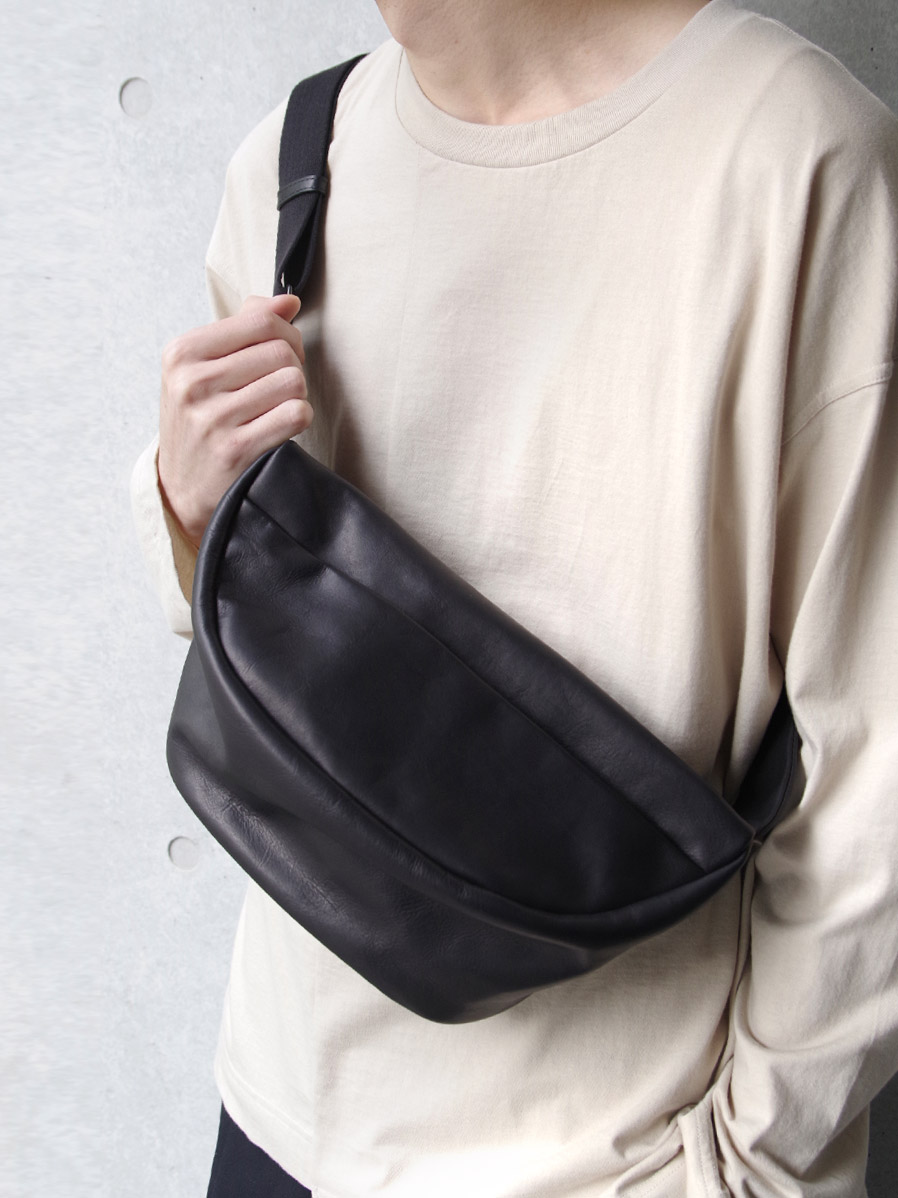 PATRICK STEPHAN | パトリックステファン // Leather waist bag 'demi cercle' douce #194ABG02 <ボディバッグ>