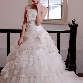 ウェディング ドレス レンタル(11号)[pl007]「胸V字スパンコール」【ビーズ細工が豪華なエレガントウェディングドレス!スカートのフリルもたっぷりでトレーンも付けはずしできます!】【fy16REN07】