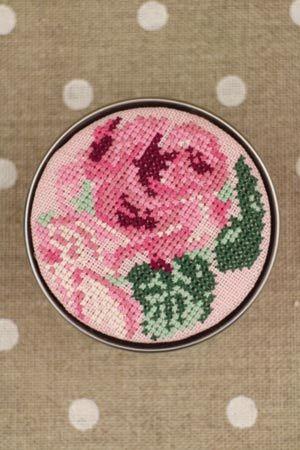 Sajou cross-stitching kit Kit de point de croix Sajou Boîteàbroder motif de  rose fond rose サジューフランス KIT_PDC_TAKA_02