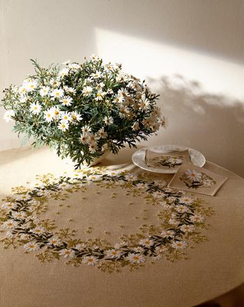 【送料無料】EVA ROSENSTAND 白菊 White chrysanthemum クロスステッチ キット デンマーク 北欧 刺しゅう 12-4404
