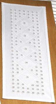 ハーダンガー刺繍キット テーブルランナー ペルミン(PERMIN) デンマーク 北欧 75-4831