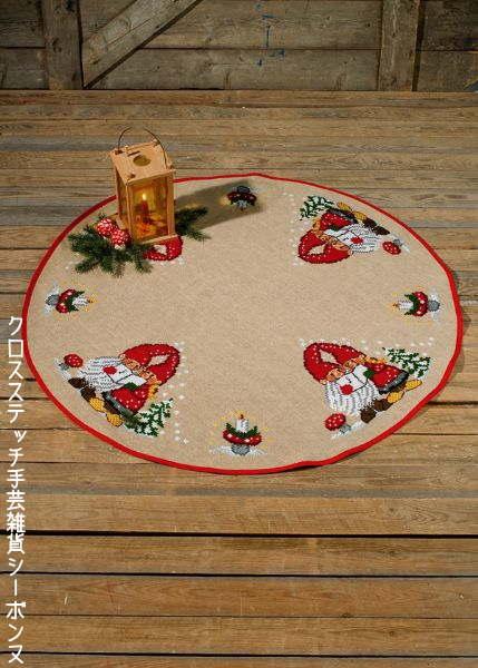 クロスステッチ刺繍完成品 ペルミン Nisser i sang ニッセの歌のクリスマスカーペット Permin of Copenhagen 北欧 デンマーク 刺しゅう 45-8219M