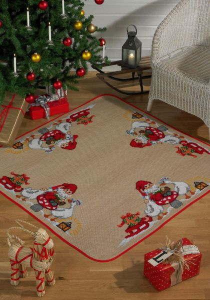 クロスステッチ刺繍キット ペルミン Julemand m geese サンタクロースとガチョウのクリスマスカーペット Permin of Copenhagen デンマーク 北欧 上級者 45-4251