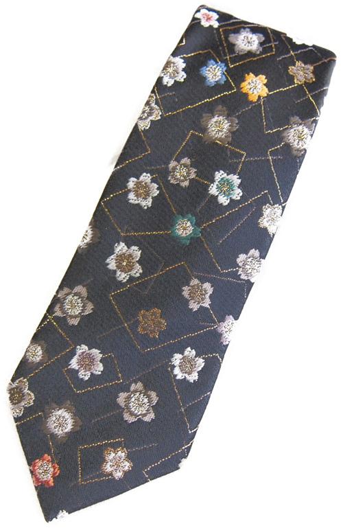 四季彩ブランドの最高級和柄ネクタイ和柄で一本一本ハンドメイドで作製 日本製ブランドの一品 花繋ぎ