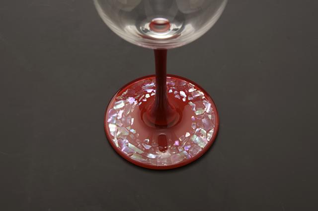 高岡漆器 ワイングラス 石垣 赤 伝統工芸から作られた一品。おしゃれな漆塗りワイングラス。一個一個手作りで作っております。漆のワイングラス