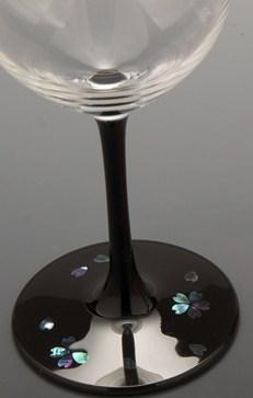 高岡漆器 グラス さくら 黒 伝統工芸から作られた一品。おしゃれな漆塗りワイングラス。一個一個手作りで作っております。漆のグラス