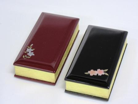 【送料無料】過去帳 【蒔絵】鳥の子 3.0寸 日入り【黒・ワイン色の塗板と蒔絵:桔梗・紅葉・桜の3柄の組み合わせが可能です】