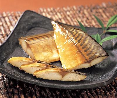 秘伝のたれがしみた鯖の旨みと桜でスモークした香り高い風味 毎週更新 未使用 焼かずに解凍するだけ オードブル おつまみに 片身5枚入り 鯖燻 さばくん 化粧箱