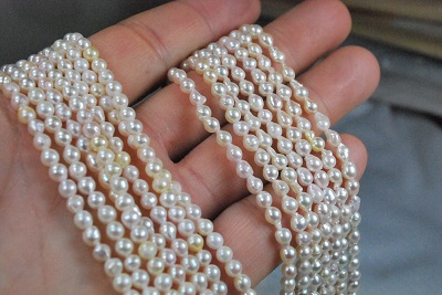 あこや真珠の7mmバロック新しいロットが入荷しました。ネックレスにアレンジ材料に結構きれいです。ハネ玉グレーと7-8mmナチュラルライトブルーバロック。6-7ハネ珠ブルー入荷 新ロット入荷 アコヤ あこや 真珠 7mm 7-8mm 3.5mm バロック 変形 セミ ドロップ ネックレス  ハネ珠グレー、7-8ナチュラルブルーバロック 新ロット入荷