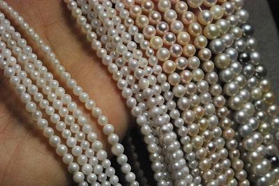 アコヤ真珠の3-5mmのベビーパールネックレスです 色はホワイト マルチ 最新 ブルーなど選択肢より選べます 材料での販売もできます アコヤ 真珠 3-5mm ベビー プレート ラウンド ネックレス 40%OFFの激安セール 材料販売可 ひき輪 ホワイト アジャスター セミ ドロップ
