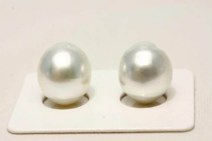 南洋白蝶真珠パールペアルース 13×11mm ホワイトカラー