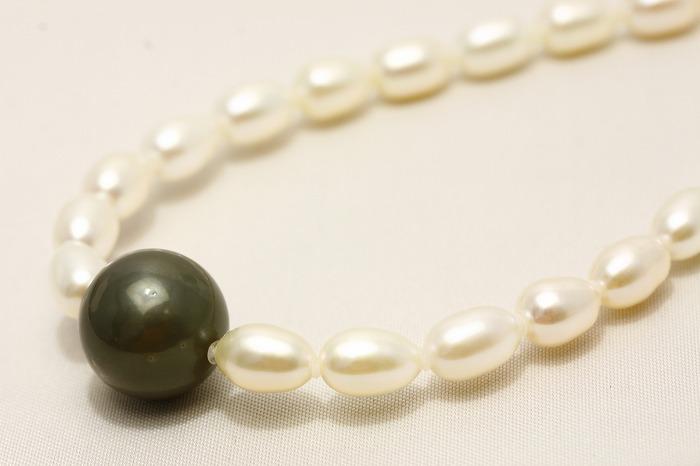 淡水真珠/タヒチ黒蝶真珠パールネックレス マルチカラー 14-6mm