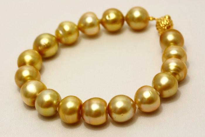 南洋白蝶真珠パールブレスレット 10mm ナチュラルゴールドカラー