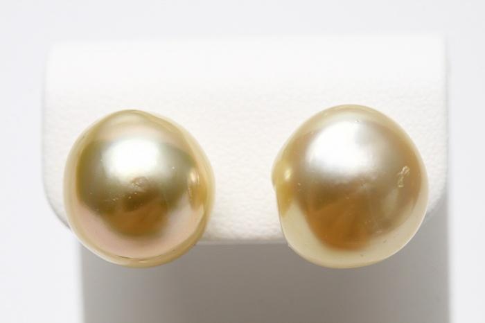 カジュアルなファッションにもオススメ 南洋バロックパールピアス 期間限定特価品 南洋白蝶真珠パールピアス K18製 マルチカラー 13mm ついに入荷