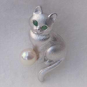 贈り物 ラペルピン メンズ 男性用 真珠 パール 猫ピンズ アコヤ本真珠 6-6.5mm ピンブローチ パール エメラルド ネコ 送料無料 父の日 バレンタイン