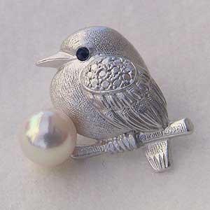 贈り物 ブローチ ラペルピン メンズ 男性用 真珠 パール 小鳥 ピンズ あこや本真珠 アコヤ6-6.5mm ピンブローチ バード サファイア 送料無料 父の日 バレンタイン