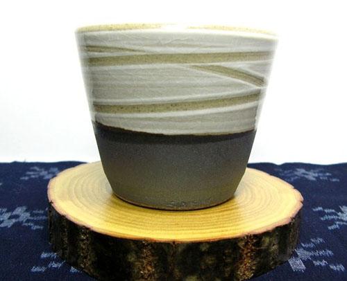 小石原焼き 白と墨色のすっきりしたカップです 和食器 福岡県伝統工芸品小石原焼 蔵人窯 多様カップ マーケティング 手作り 春の新作 二色 コップ