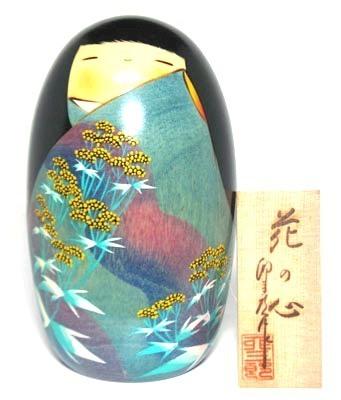 日本のお土産にも人気日本製 民芸品 工芸品卯三郎作 こけし 花の心 緑色