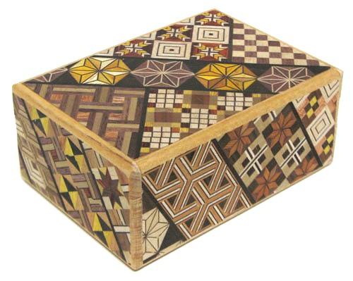 民芸品 工芸品 海外向けおみやげ寄木細工 箱根の組木細工寄木細工 4寸 秘密箱 12回
