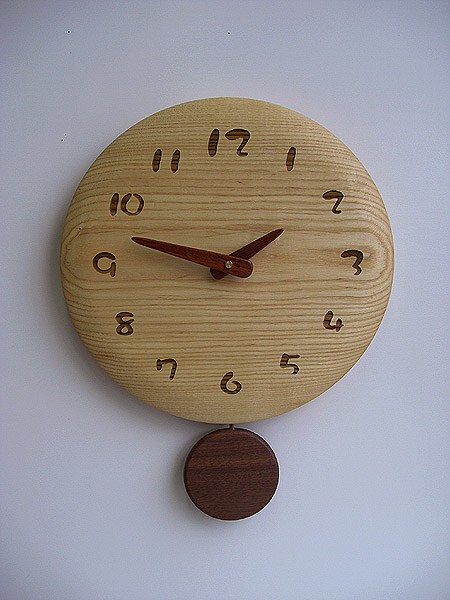 【送料無料】国産品 木製 丸型 振り子時計 タモ