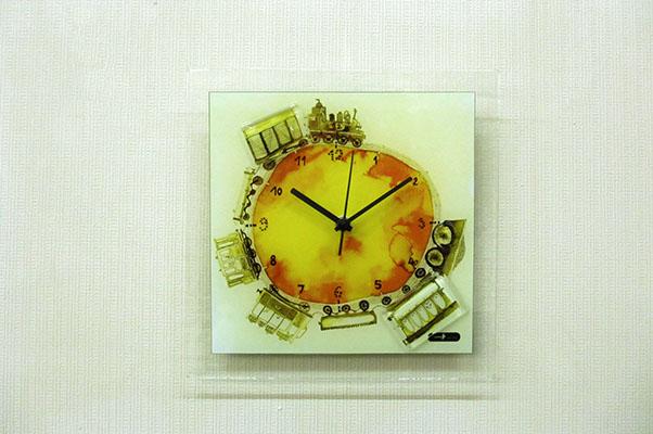 【即納可!!】再入荷しました♪ハンガリー製 グラスクロック 掛け時計アデル・キス デザイン トレイン