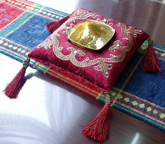 【送料無料!!】【即納可!!】新入荷しました♪エジプト製 クッション型 小物入れキャンディーボックス タッセル レッド※小物入れやお菓子入れなど様々な用途でご使用頂けます♪