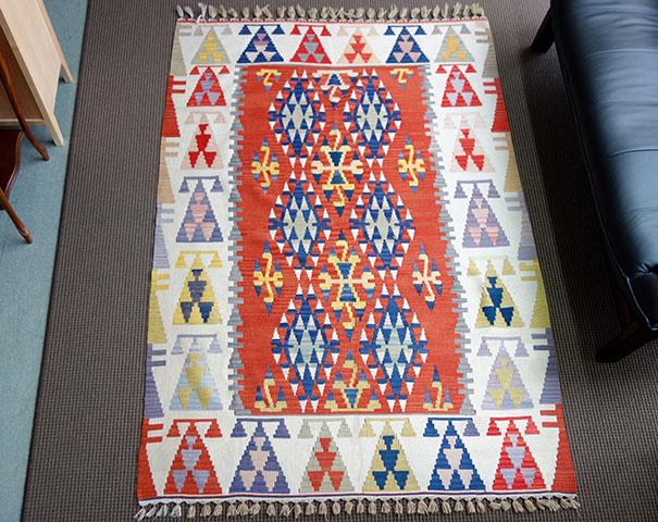 【即納可!!】【送料無料!!】新入荷しました♪高級 手織り キリム 絨毯サイズ:約235(房含む245cm)×151cm