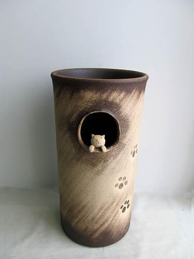 【送料無料】信楽焼 傘立て サイズ:W23×H45(cm)【北海道・沖縄・離島の送料は別途見積り】※手作り品のため、色・形・大きさ等が少々変わってしまう場合があります。信楽焼傘立  和風 レインラック 伝統 工芸品 焼き物 傘 ネコ 猫