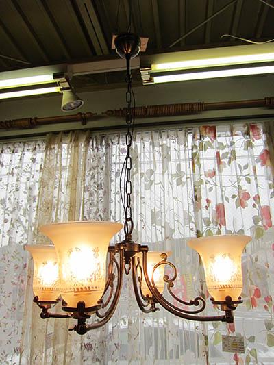 【即納可】【送料無料】新入荷しました♪シャンデリア 照明  アンティーク調 シェード 4灯
