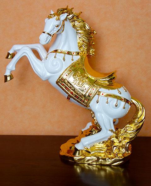 縁起の良い跳ね馬の置物 馬は財運を招き 通常便なら送料無料 事業運を高めるとされています 送料無料 跳ね馬 ゴールド 置物 立馬 ホワイト 新作販売